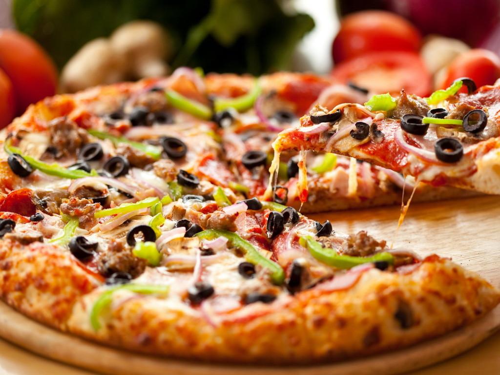 Food Delicious Pizza Wallpaper HD Wallpaper WallpaperMinecom 1024x768