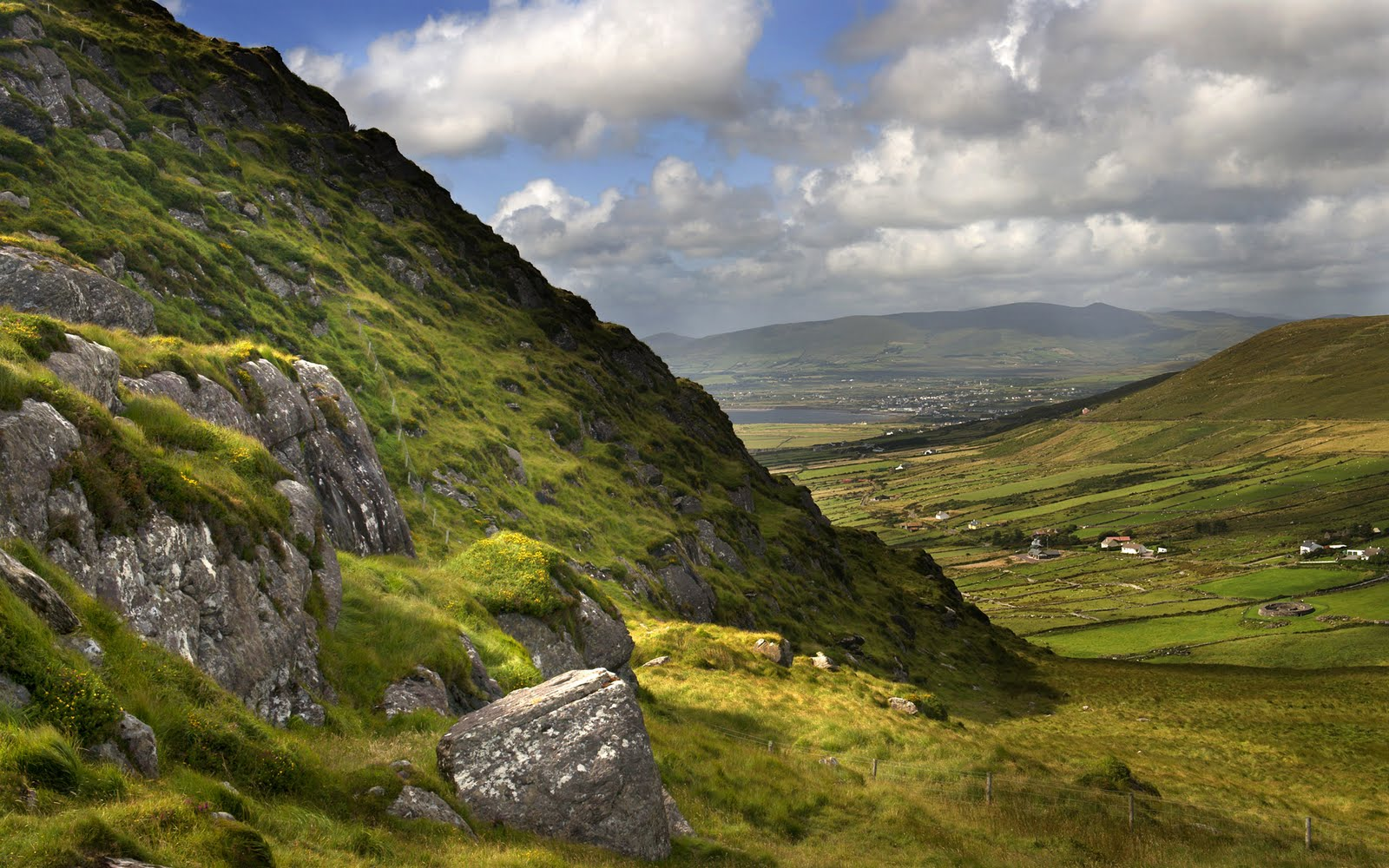 study there in ireland he send me some beautiful and wallpapers 1600x1000