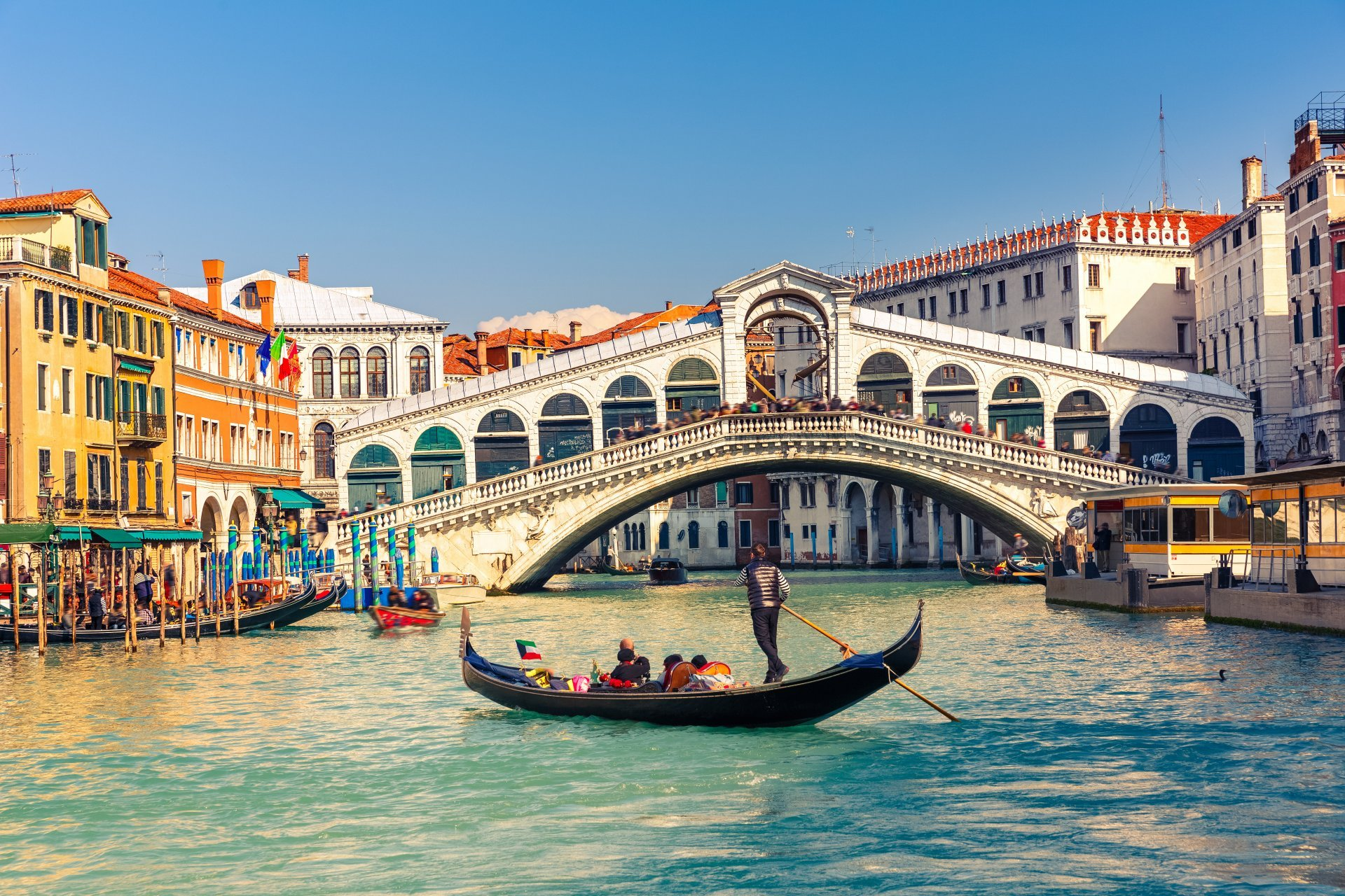 Venice Canal Boat Buildings HD wallpapers Collection 1920x1280