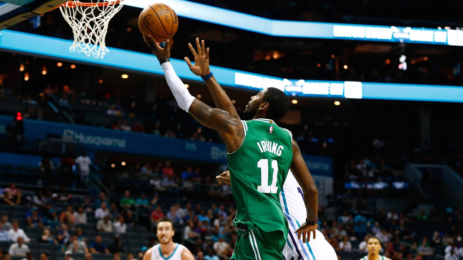 WATCH Kyrie Irving jukes Dwight Howard with between the legs 1600x900