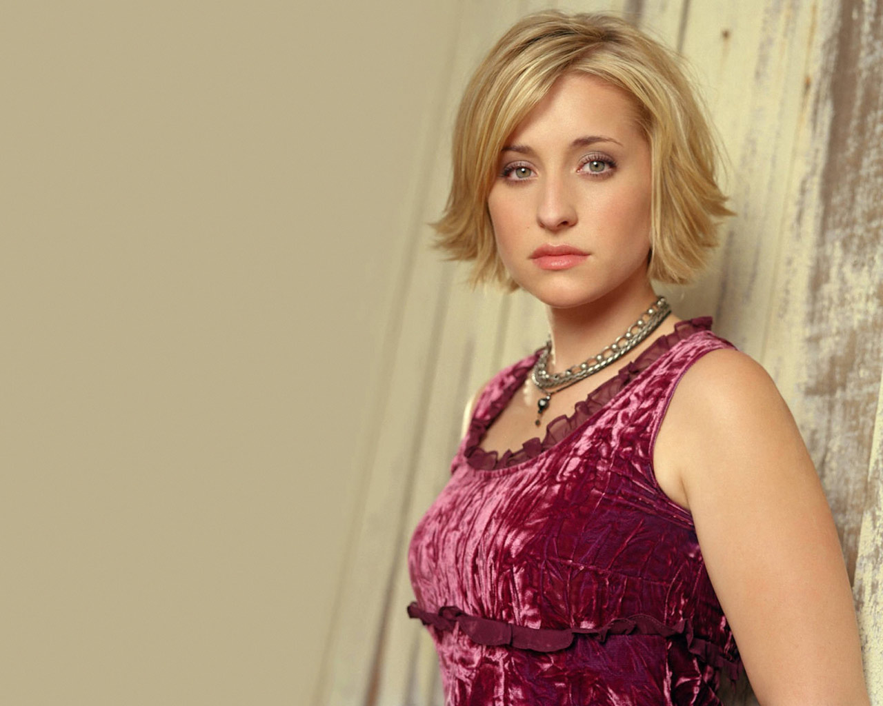 Allison Mack Wallpapers 1280x1024