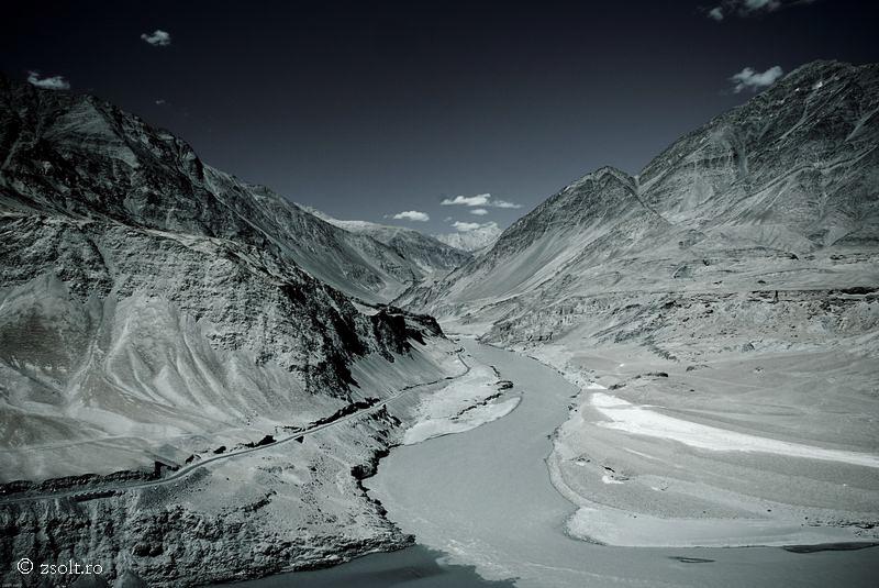 Tibetan Buddhist Wallpapers Rivers Meet in the Tibetan Himalayas 800x535