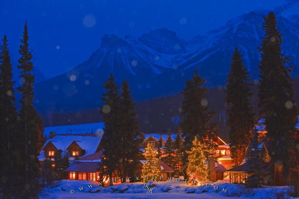 Winter Snow Fall Night Scene Lake Louise Alberta Photo Information 1024x682