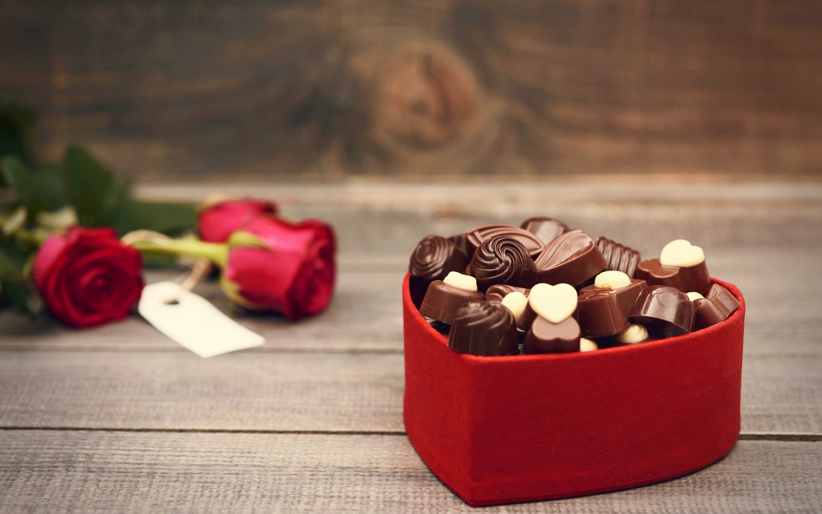 Valentines Day Chocolate And Bouquet Wallpapers 2880x1800