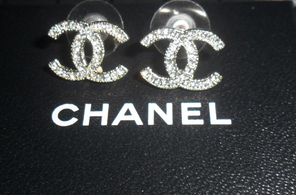 Diamond Chanel Logo Background Chanel wallpaper tumblr   hd 1024x674