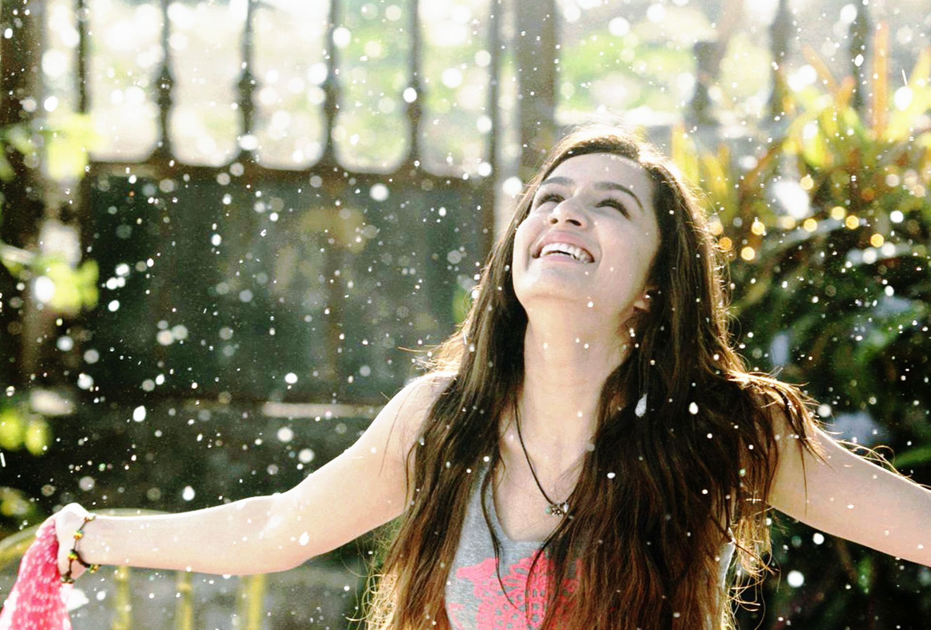 Cute Smile Shraddha Kapoor in Ek Villain Wallpaper1 1920x1300