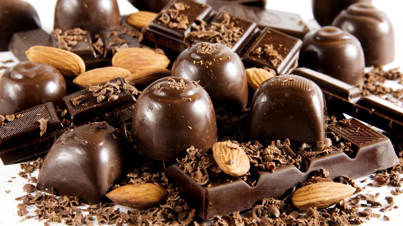 Mixed Chocs   Chocolate Photo 33338410 1366x768