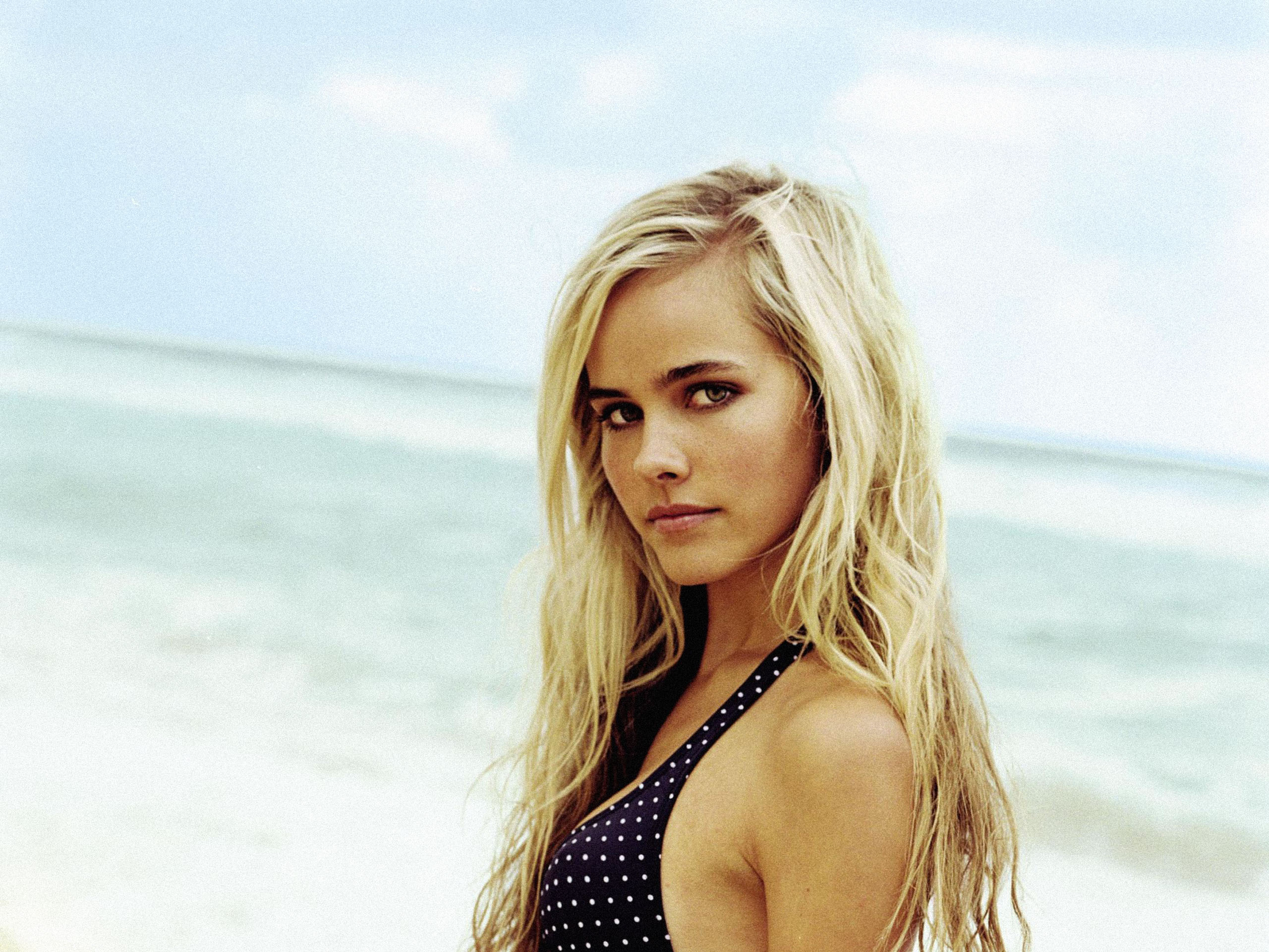 Isabel Lucas Desktop Wallpapers for Widescreen HD 2560x1920