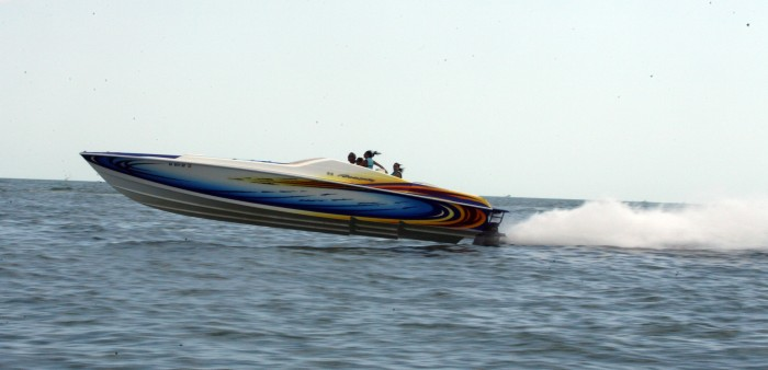 Big Speed Boats Cigarette boats 700x338