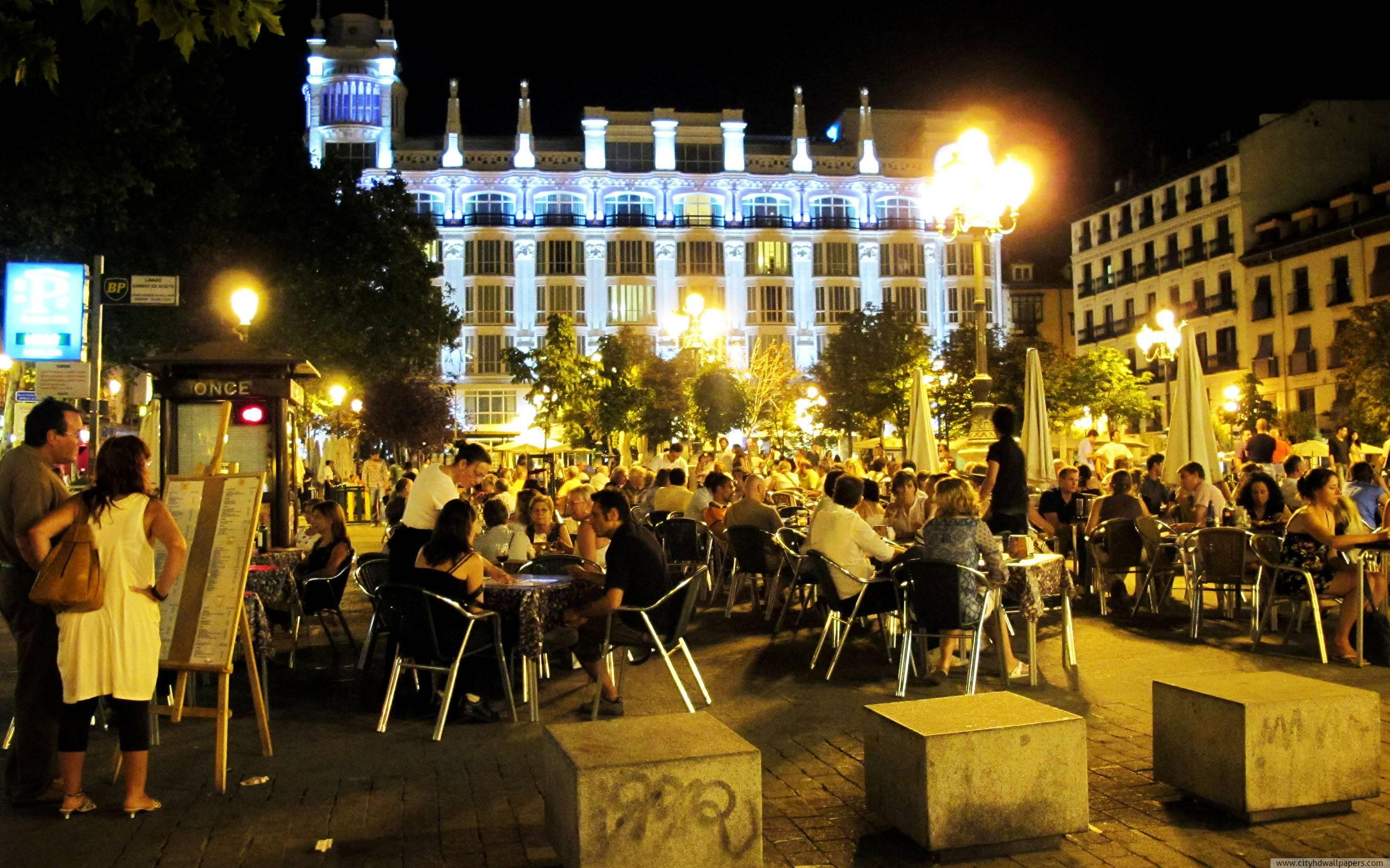 Open air restaurant Santa Ana in Madrid city wallpaper 2560x1600