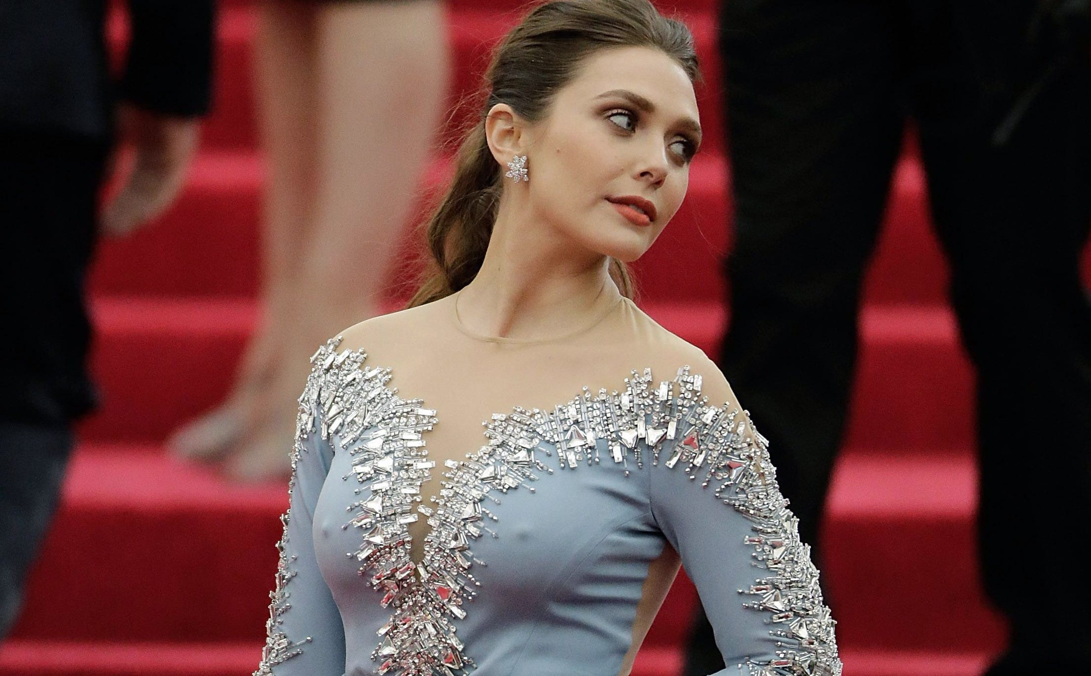 Elizabeth Olsen Instagram Wallpapers   New HD Wallpapers 2207x1368
