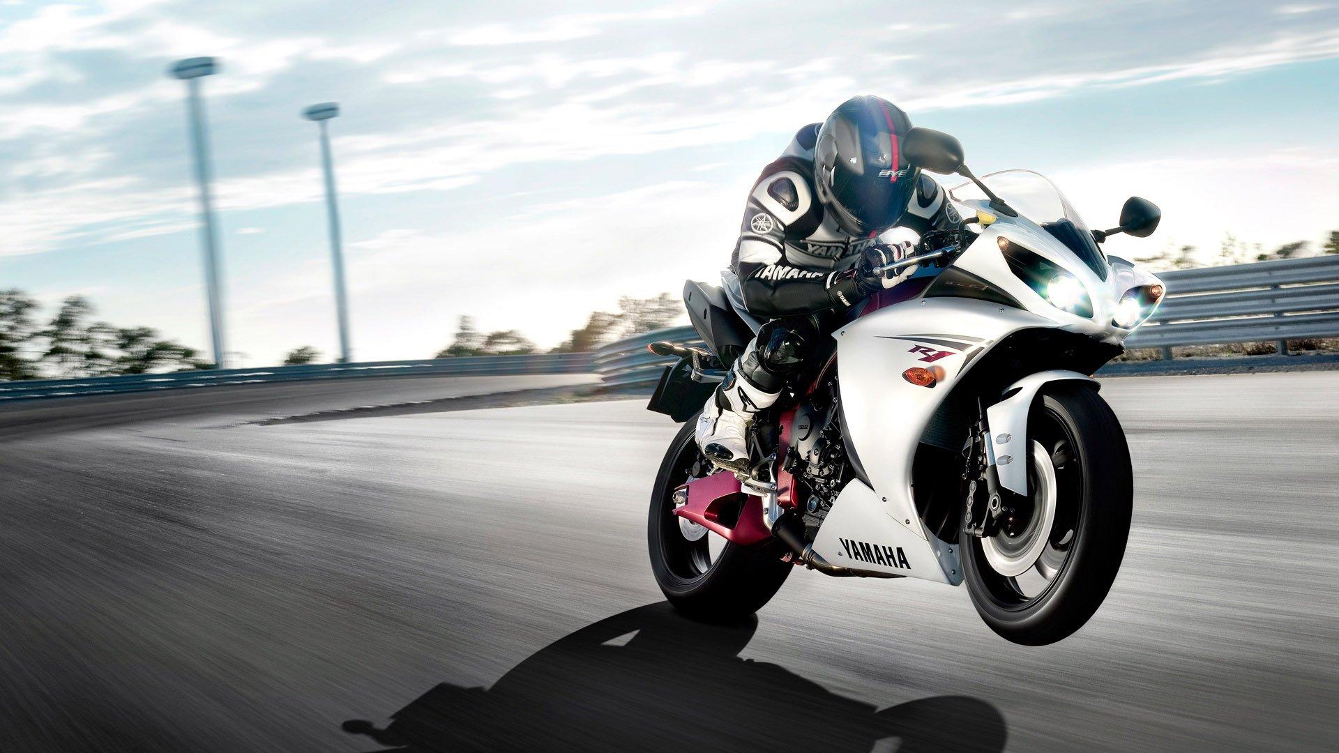 Yamaha Bike Ride Wallpapers  HD HTML Code