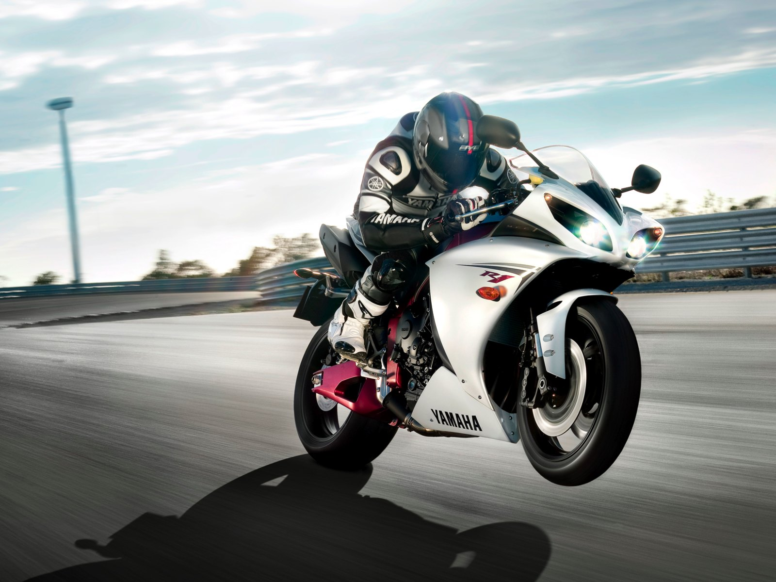Yamaha YZF R1 Wallpapers 1600x1200 1600x1200