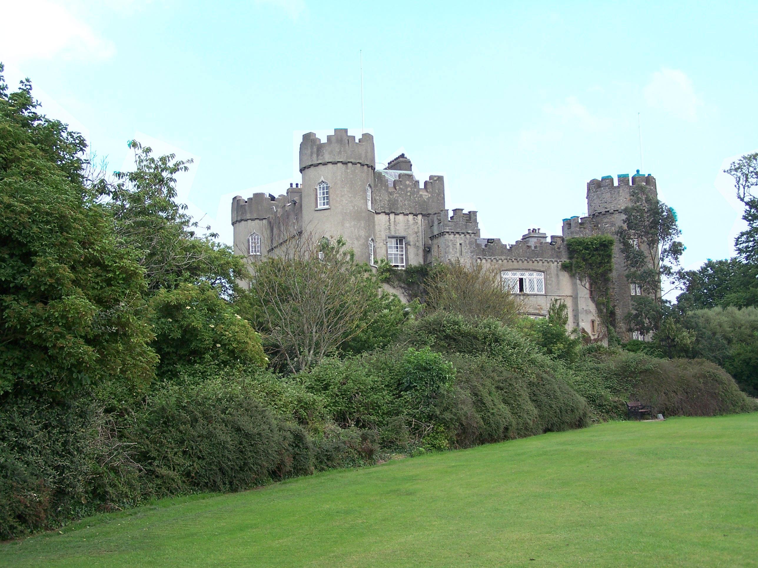 downloads windows wallpaper Malahide Castle   Dublin Ireland 2576x1932