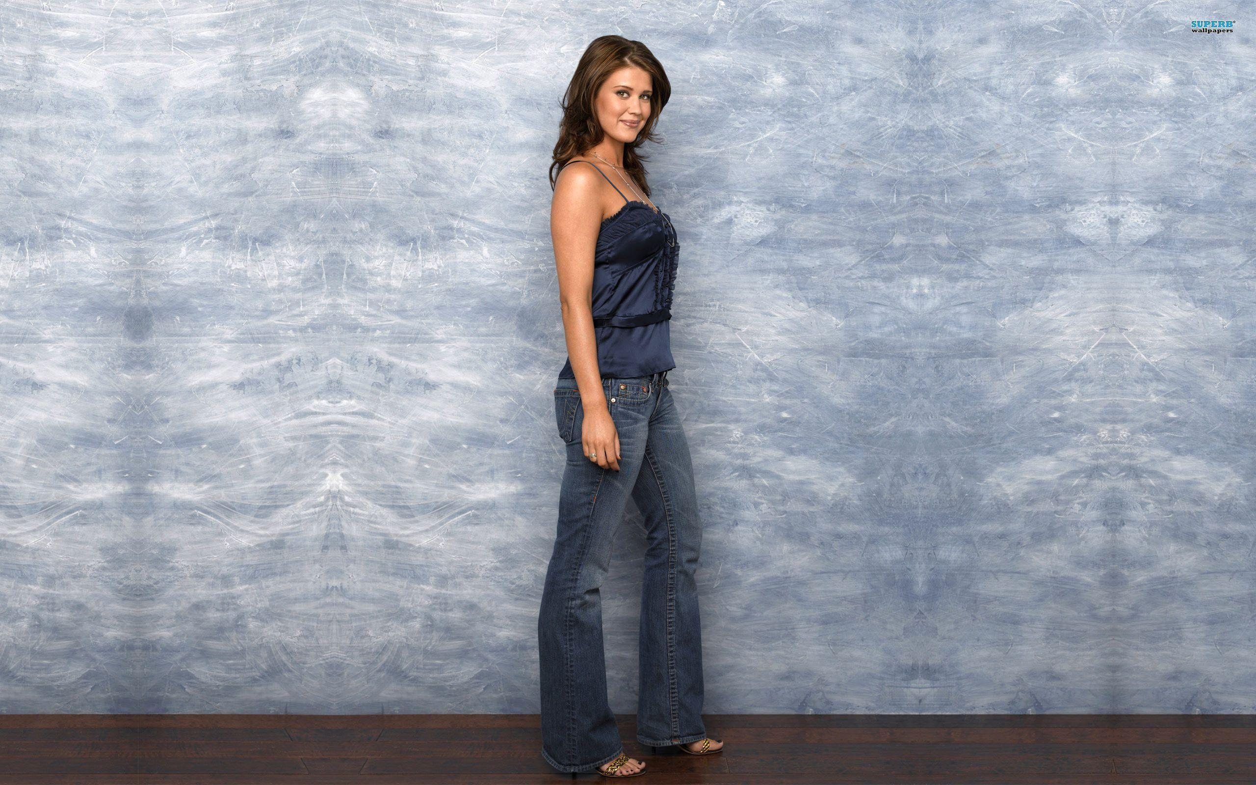 Sarah Lancaster Body Images amp Pictures   Becuo 2560x1600