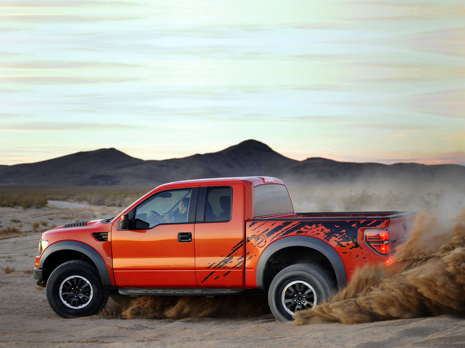 2010 Ford Raptor Svt 4993 Hd Wallpapers in Cars   Imagescicom 1600x1200