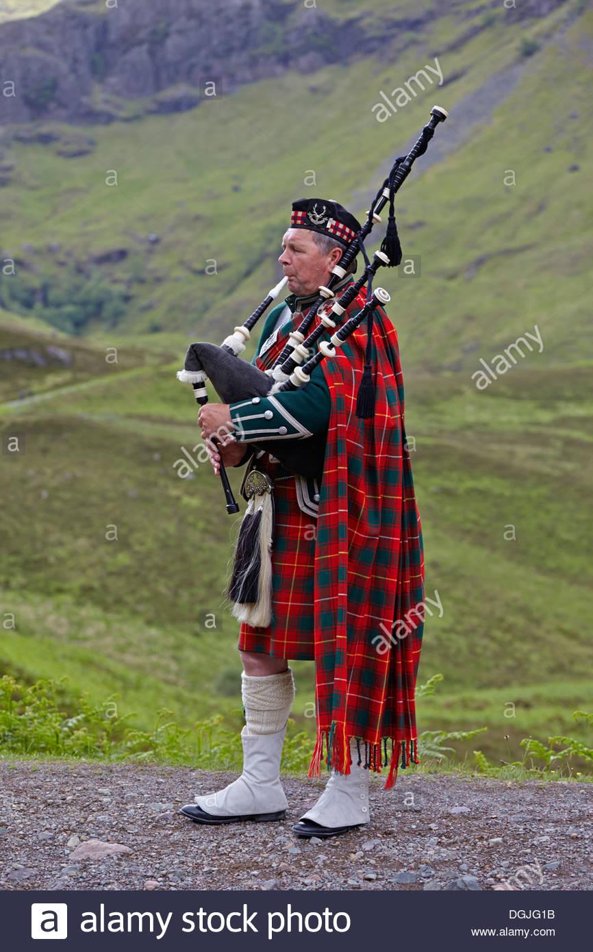 Scottish Piper Stock Photos Scottish Piper Stock Images   Alamy 866x1390