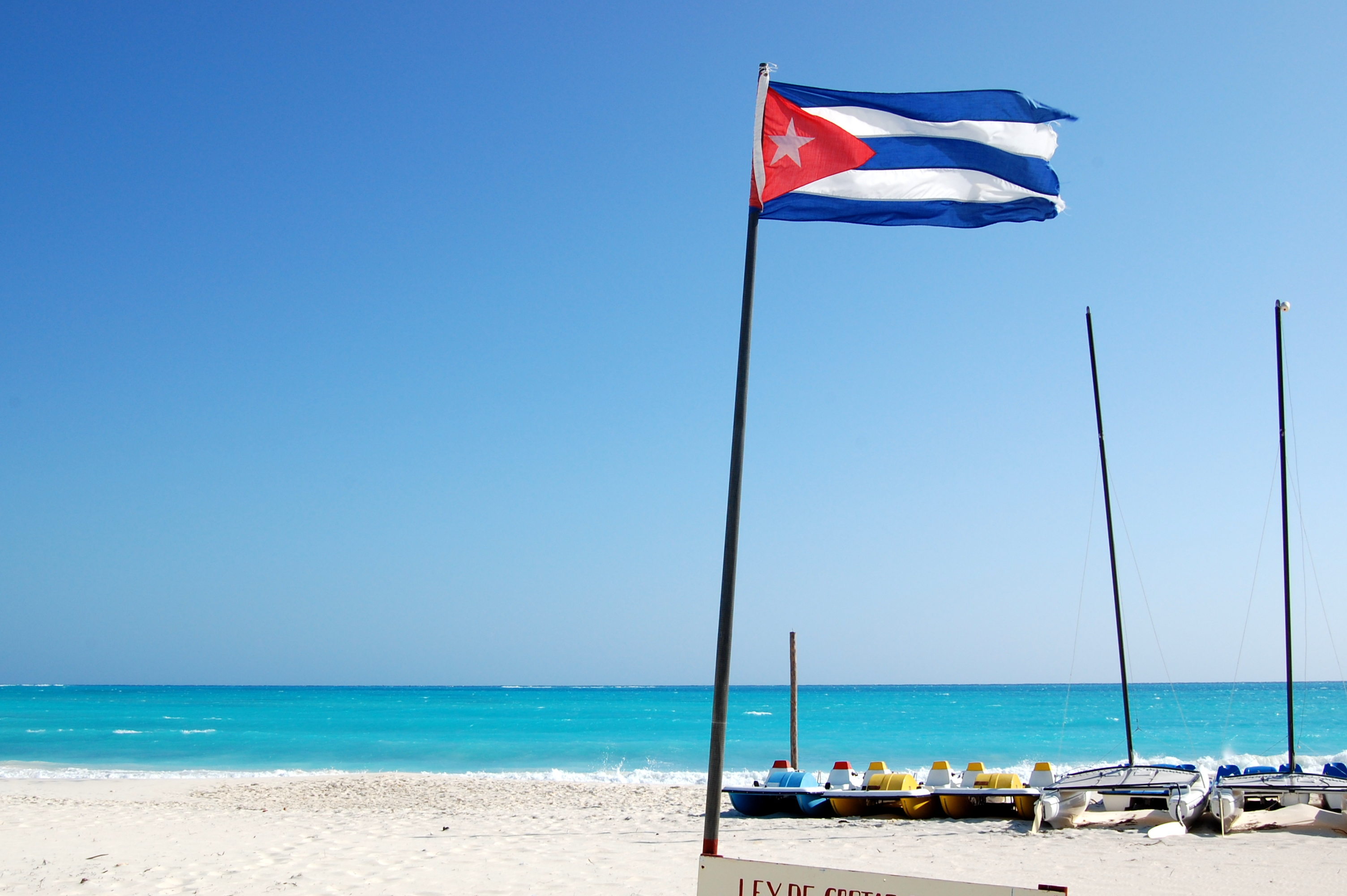 Flag of Cuba on the beach in the resort of Cayo Largo 3008x2000