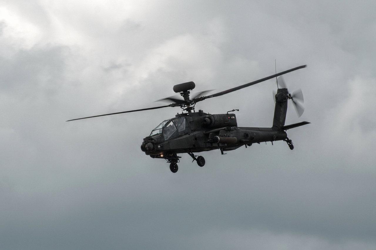 AH 64D Apache Longbow by FurLined 1280x853