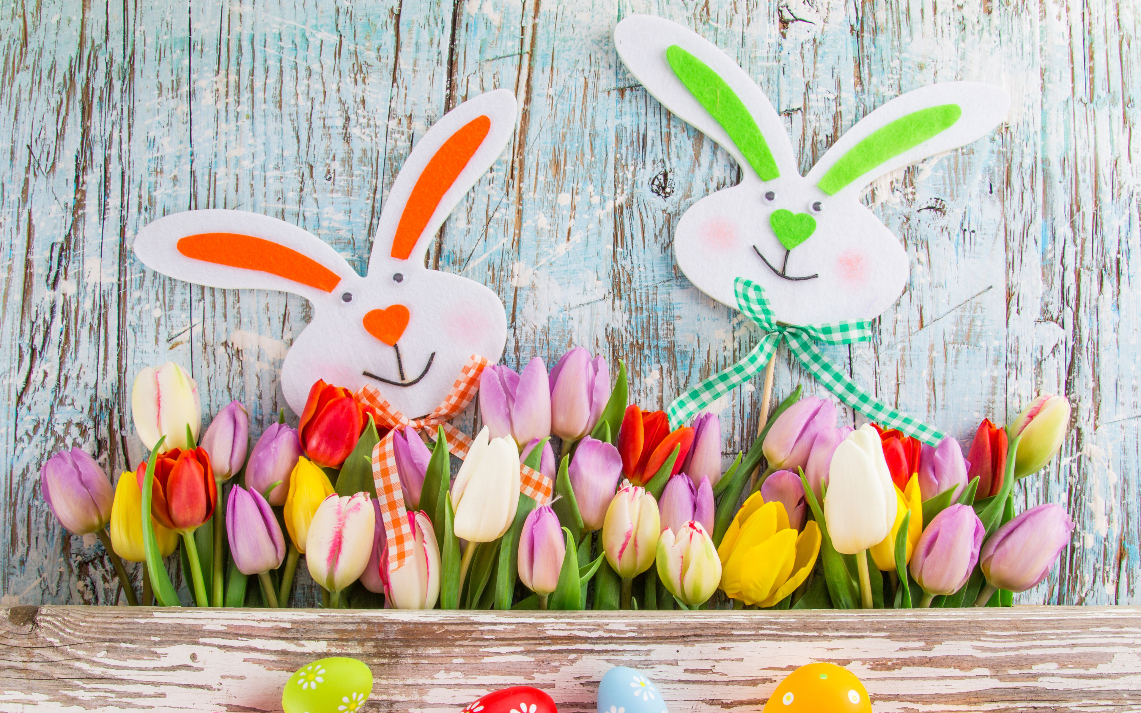 Happy Easter Decor with Bunny Faces and Tulips  wide widescreen 3839x2400