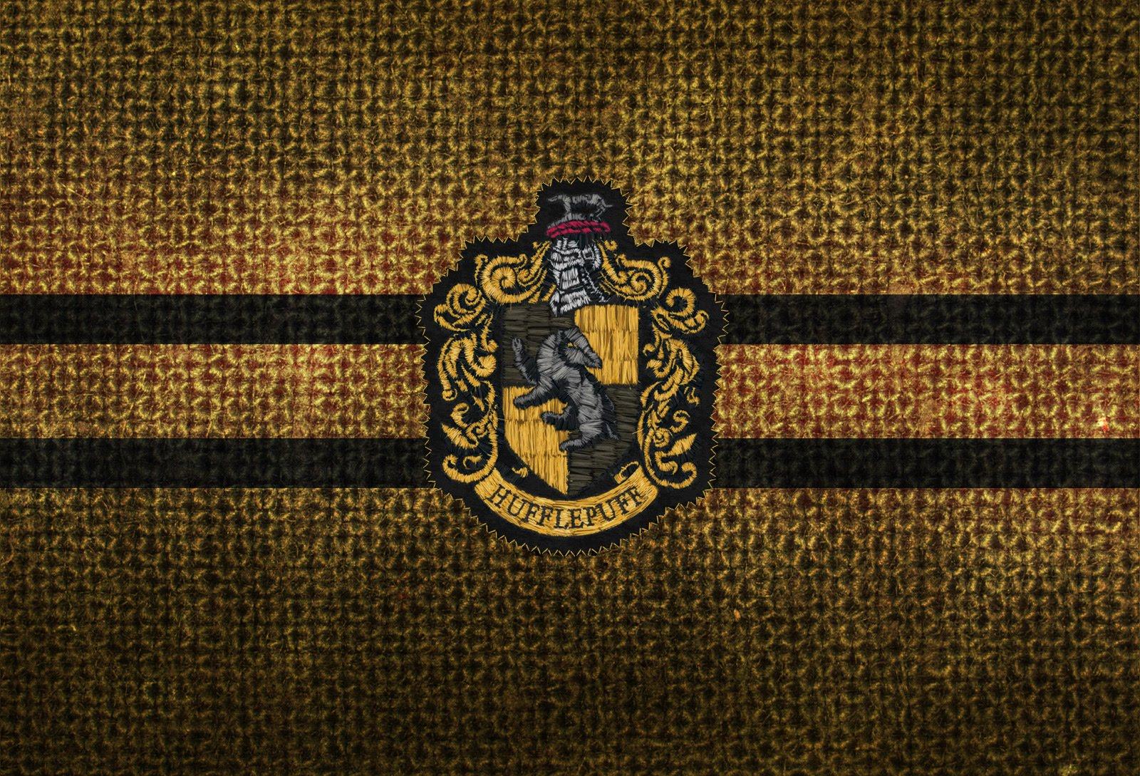harry potter hogwarts hufflepuff crest best widescreen background 1600x1089