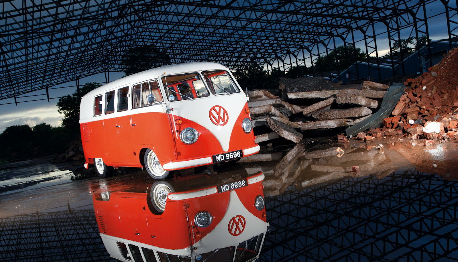 Classic VW Bus Wallpaper Desktop 10272 Wallpaper WallpaperLepi 1599x915