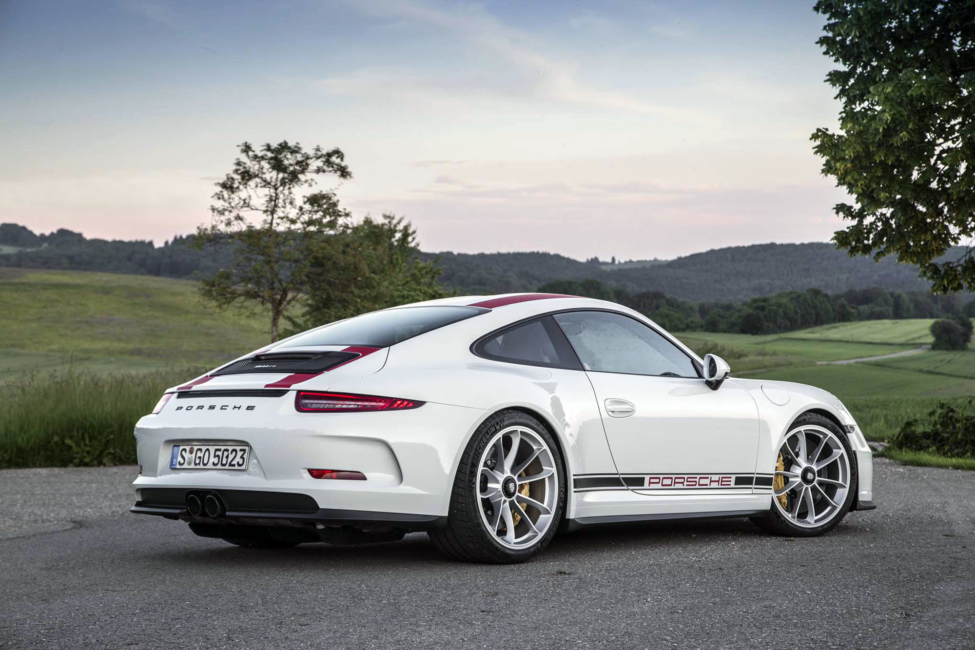 2016 Porsche 911 R Rear View HD Car Wallpapers 2000x1333