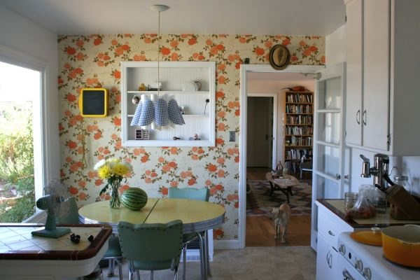 wallpapered kitchen Home Interiors Pinterest 600x400