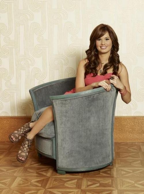 Fotos y Vdeo Jessie la nueva serie de Disney Channel 500x671