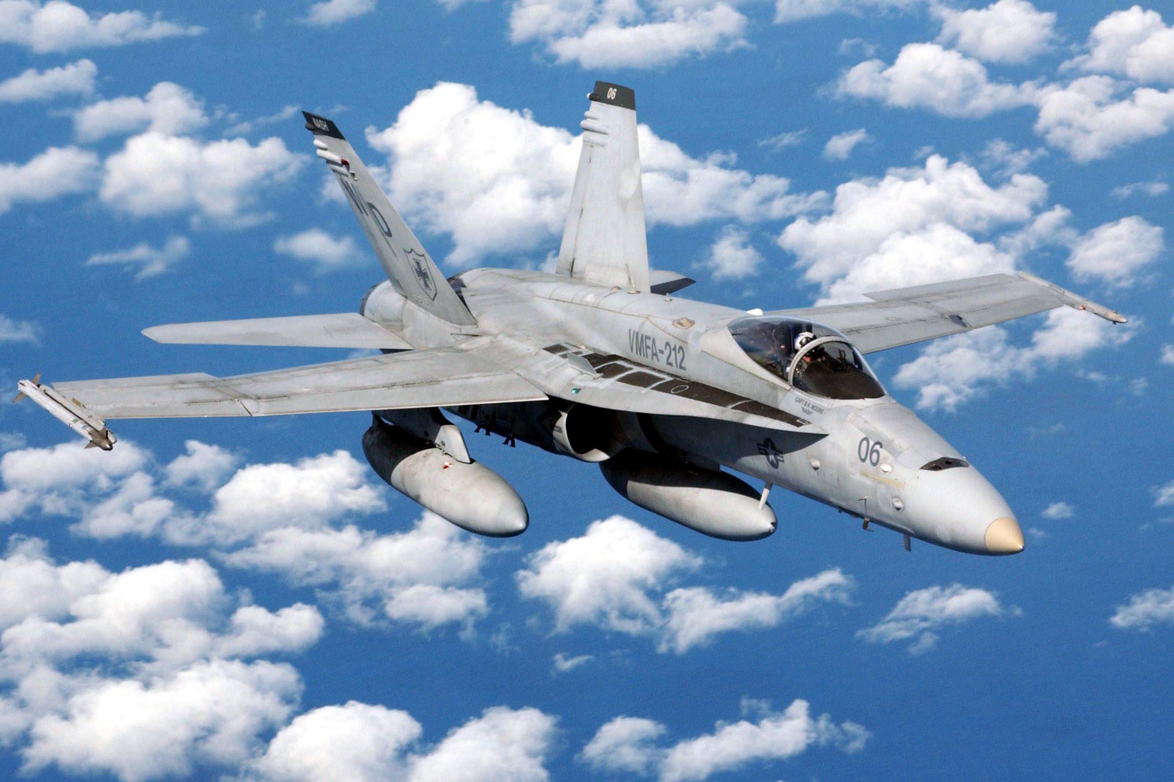 18 Hornet Wallpaper 2400x1600 F18 Hornet 2400x1600