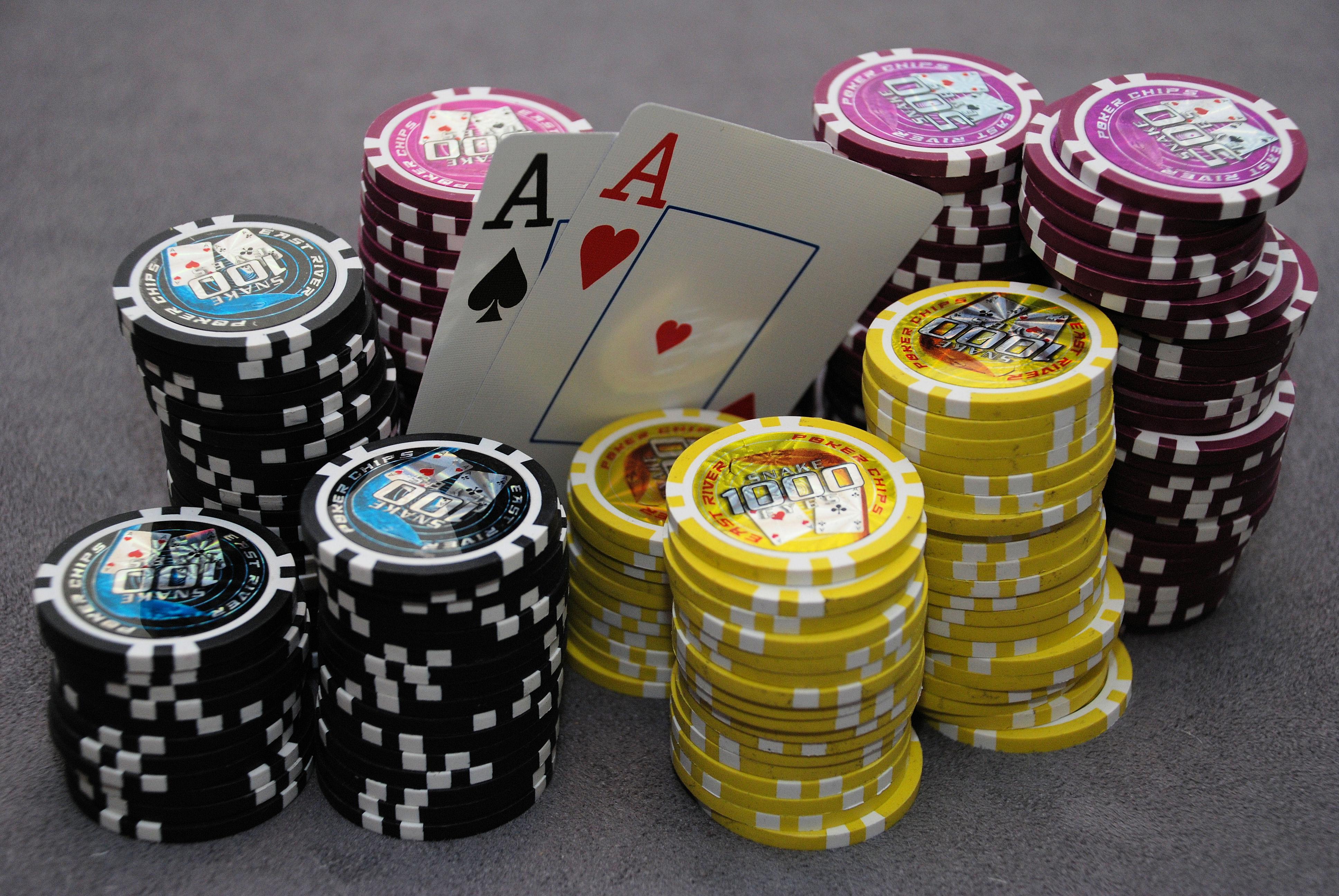 poker wallpaper AA and chips Poker Granada 3872x2592