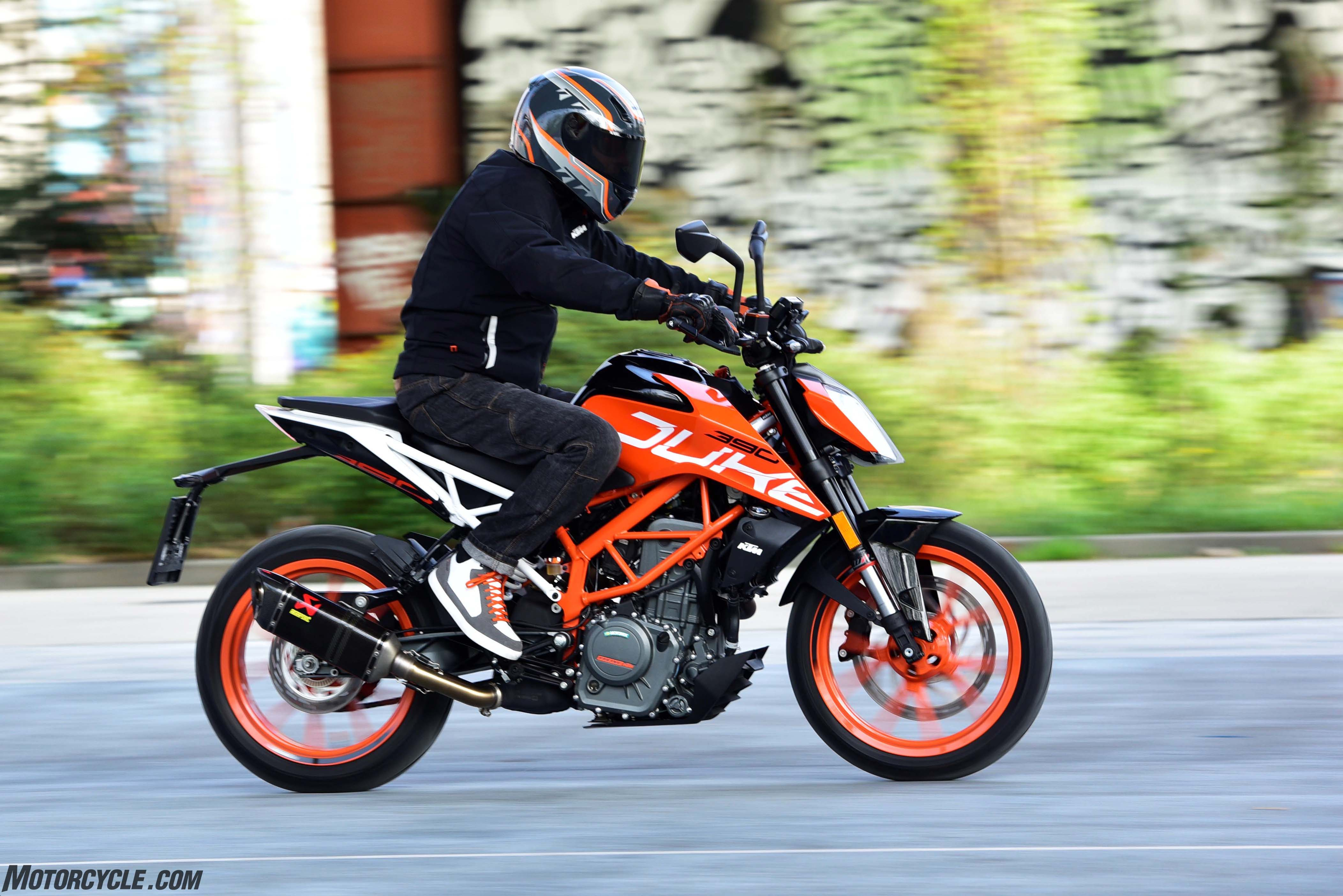 [motorcyclecom]   2017 KTM 390 Duke Review crf250lorg 4209x2809