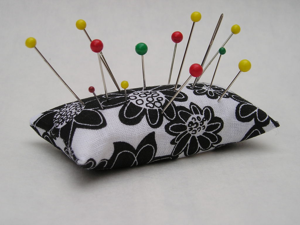 Emery Pincushion   Keeps Pins and Needles Sharp   Sew Useful Entry 1024x768