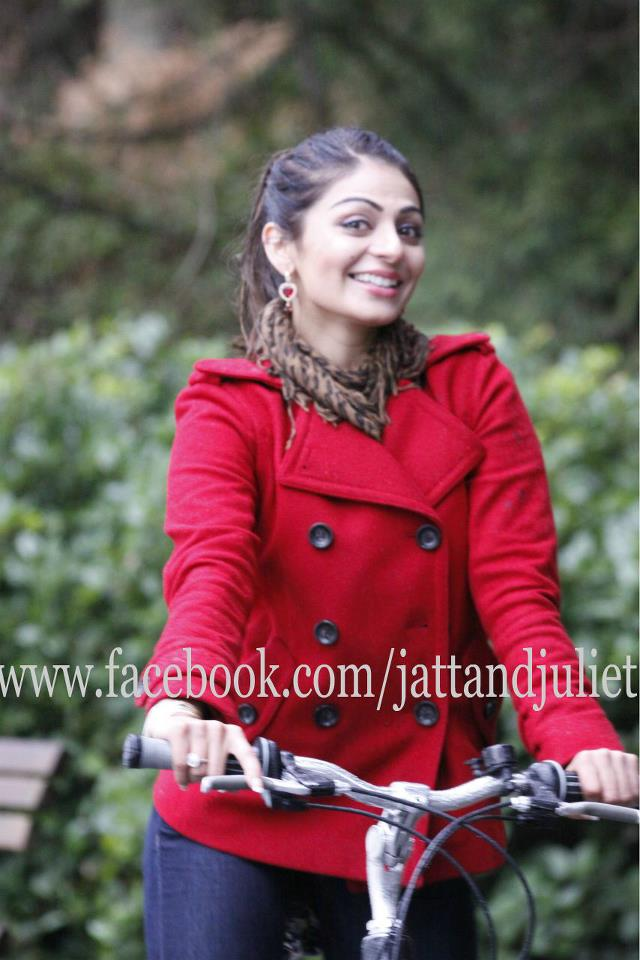 and Juliet Latest Wallpapers of Neeru Bajwa Download in HD 2012 640x960
