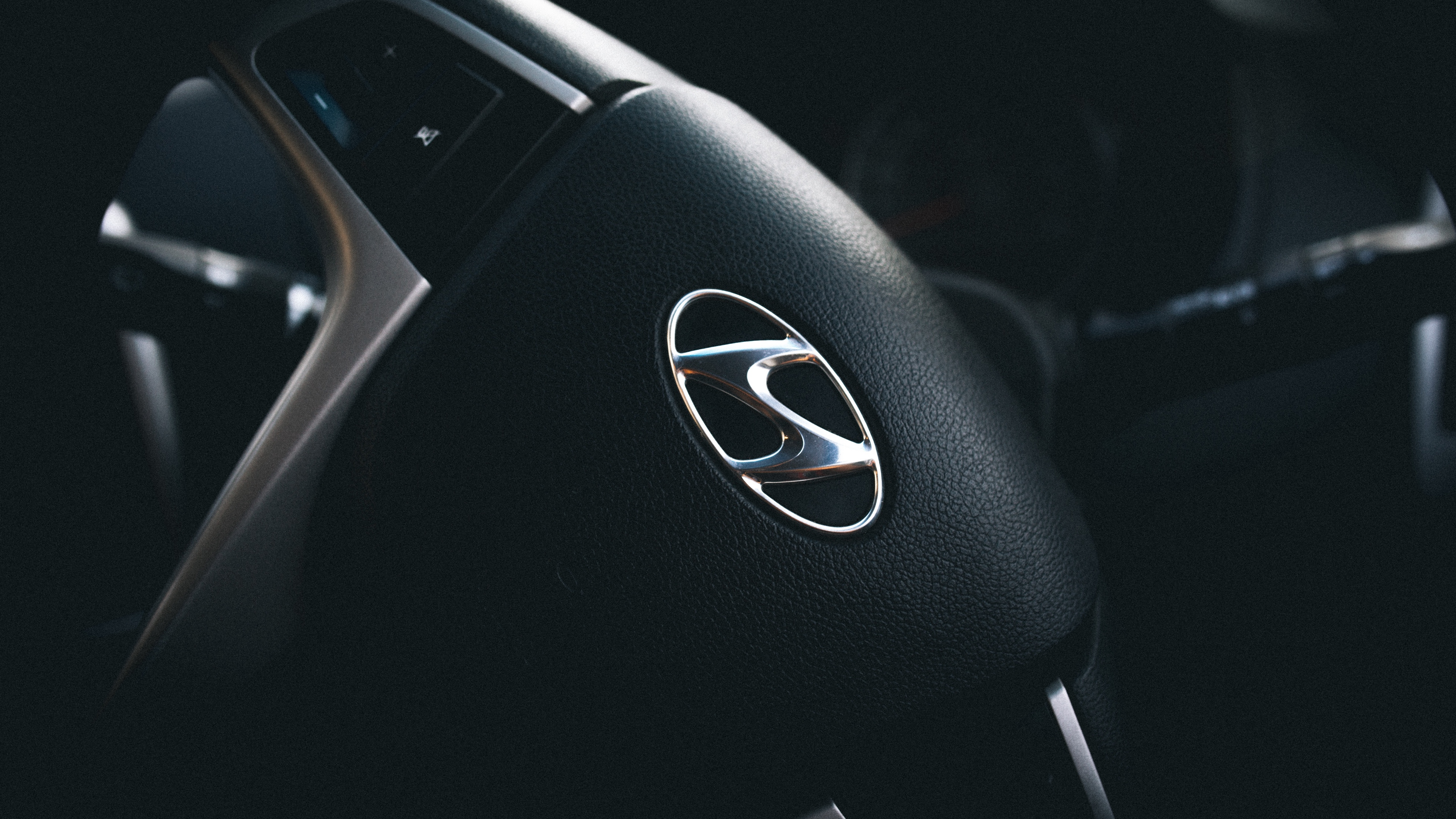 Download wallpaper 3840x2160 hyundai steering wheel logo 4k uhd 3840x2160