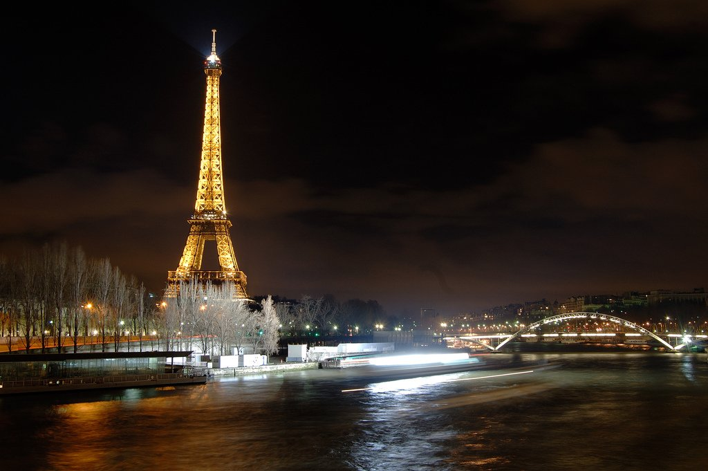 paris at night backgrounds in the ackground 1024x681
