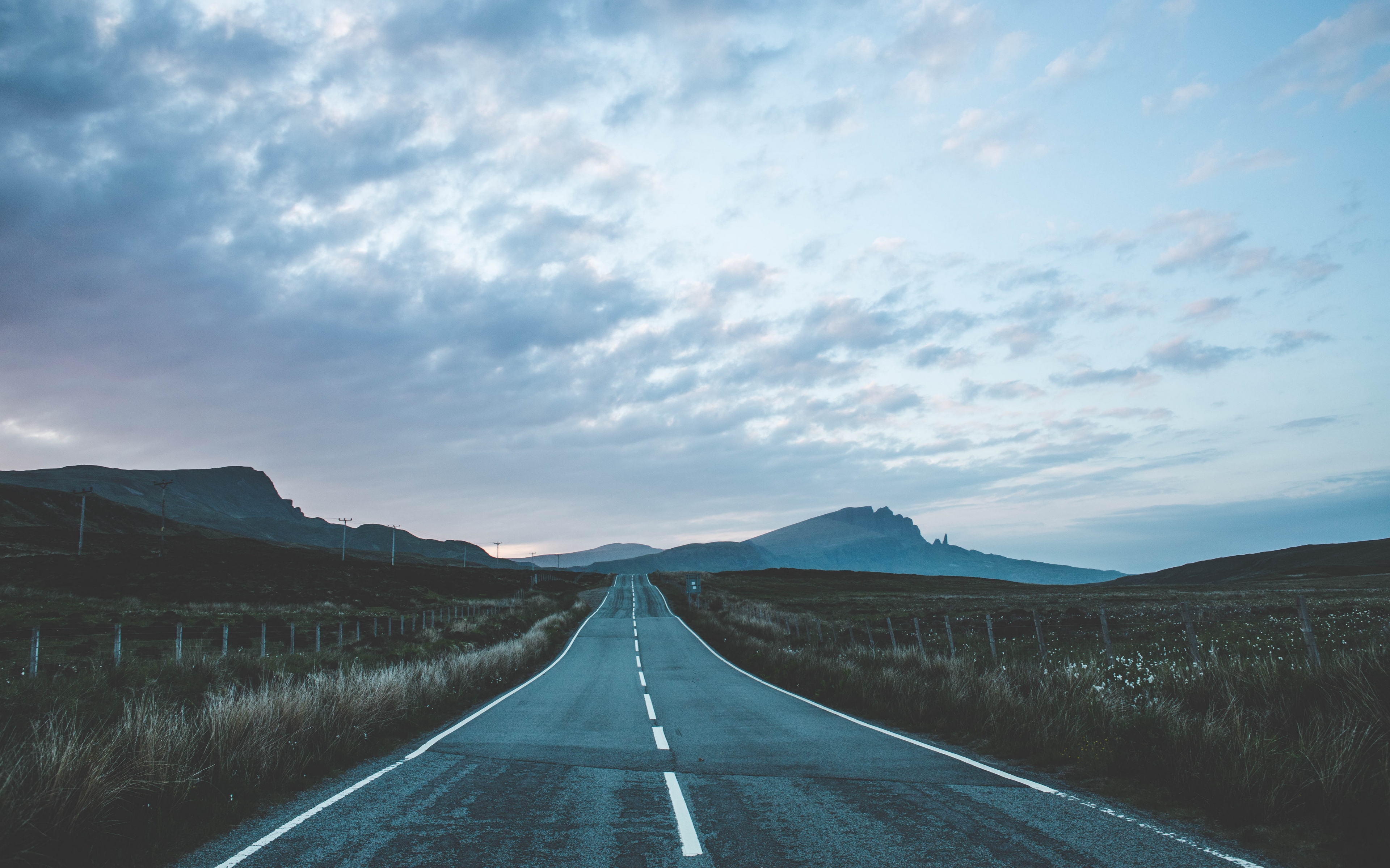 Download wallpaper 3840x2400 road marking mountains portree 3840x2400