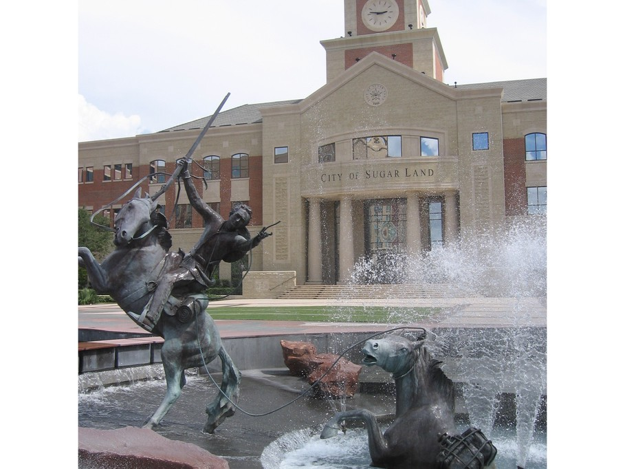 Land TX Sugar Land fountain statues with city hall in background 909x682