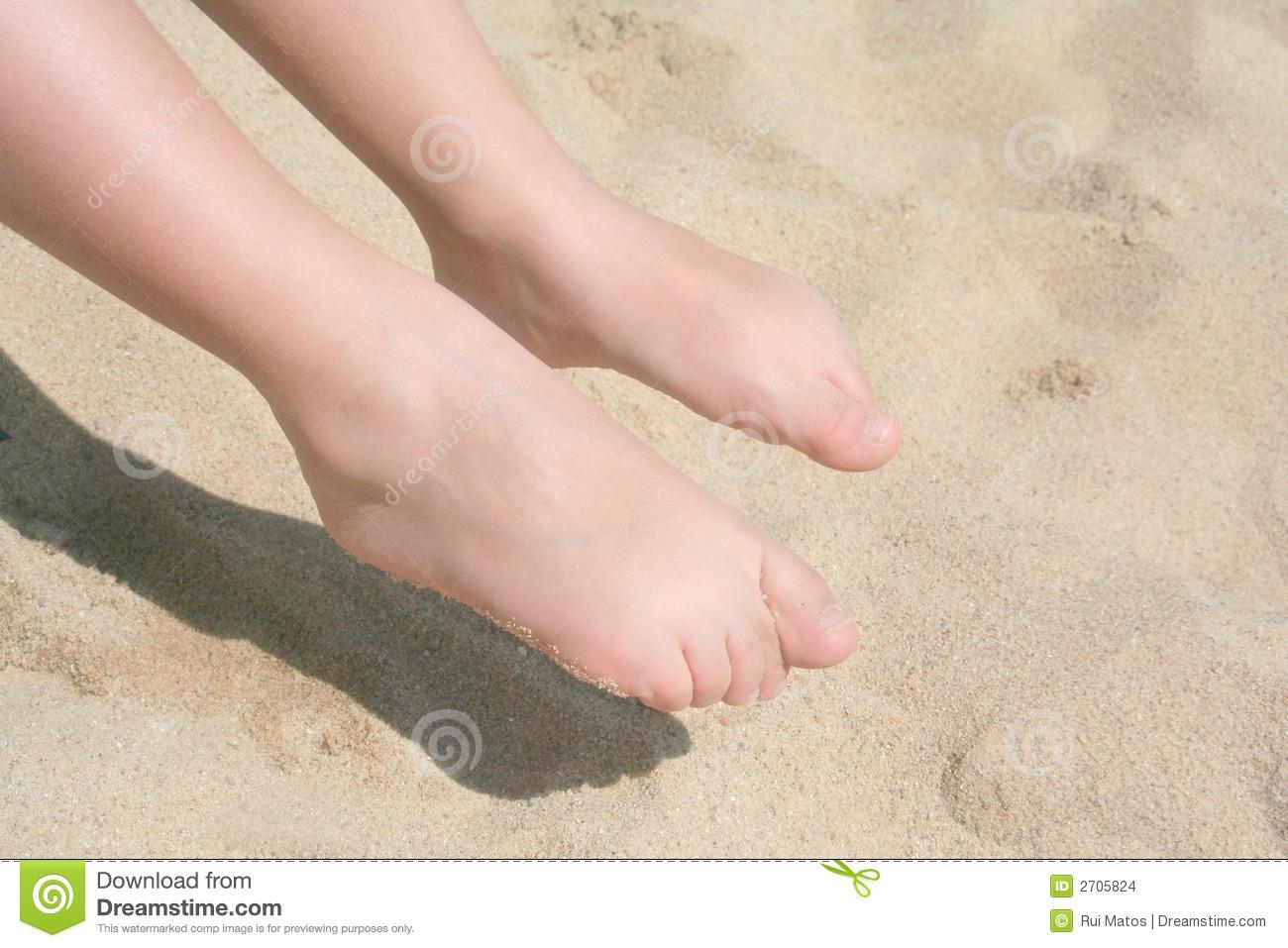 Child Feet Image 1300x957