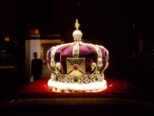 Crown Jewels London England wallpaper 500x375