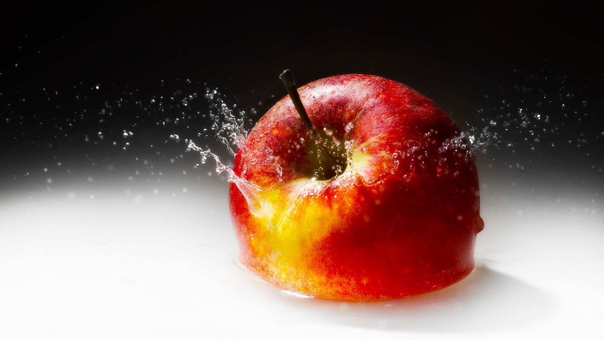 September 18 2015 By Stephen Comments Off on Apple Fruit Wallpapers 1920x1080