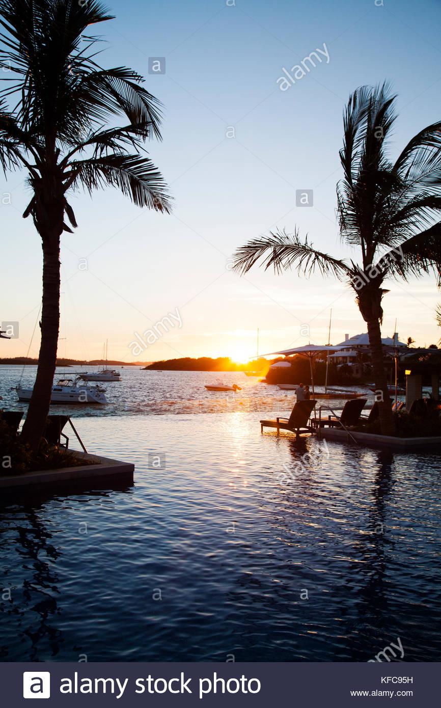 BERMUDA The Infinity Pool at the Hamilton Princess Beach Club 866x1390