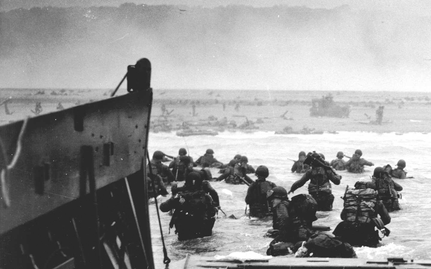 Soldiers American Normandy history grayscale World War II D Day 1440x900