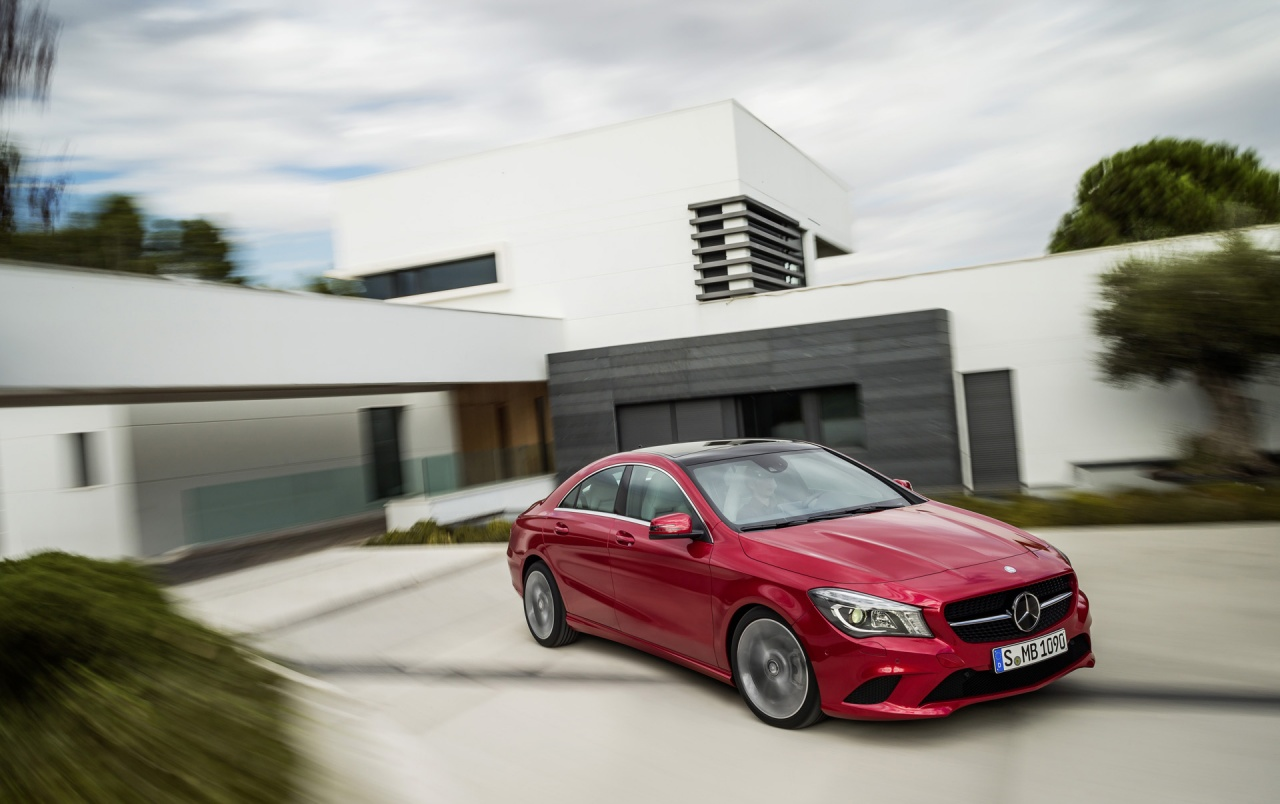 2013 Mercedes Benz CLA Class CLA 220 CDI Side Angle wallpapers 1280x804