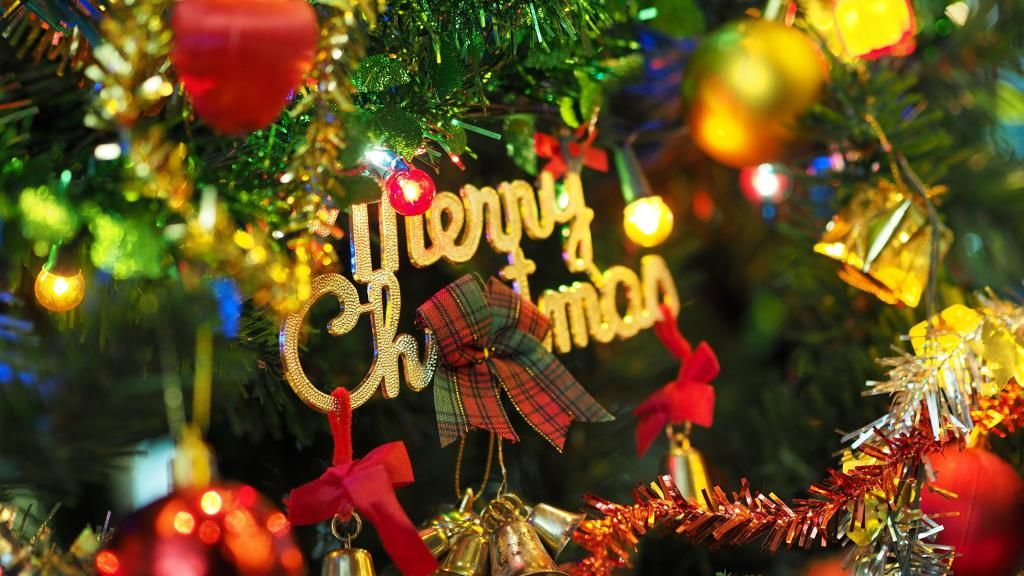 Christmas Wallpaper Background Phone Desktop merry christmas with 1024x576