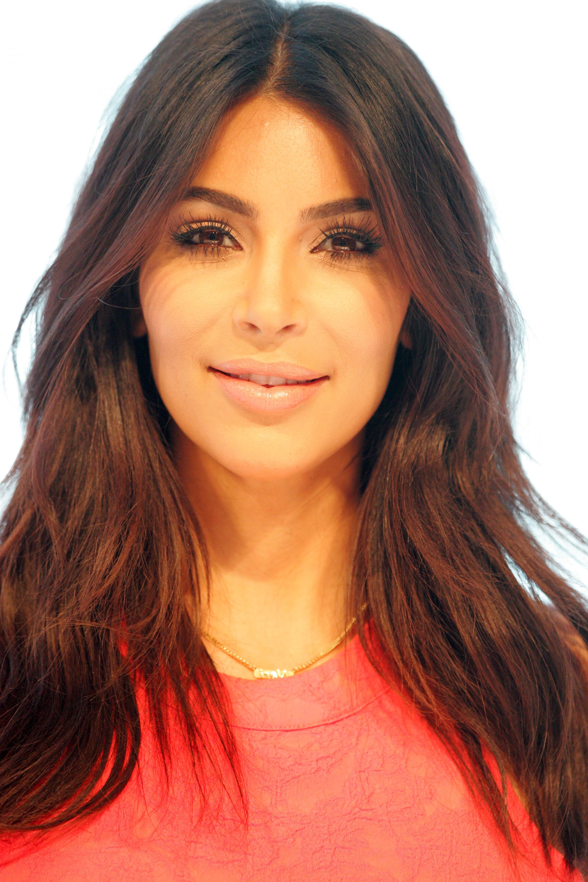 Kim Kardashian Wallpaper Iphone 2336x3504