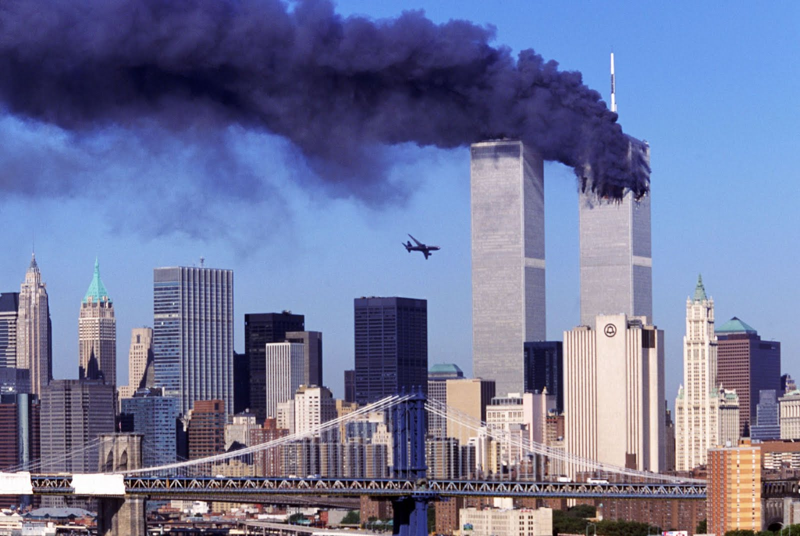 airplane crashes to the World Trade Center New York 11 Sept 2001 1600x1072