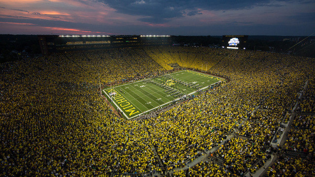 Michigan Stadium crowd of 115109    the all time attendance record 640x360