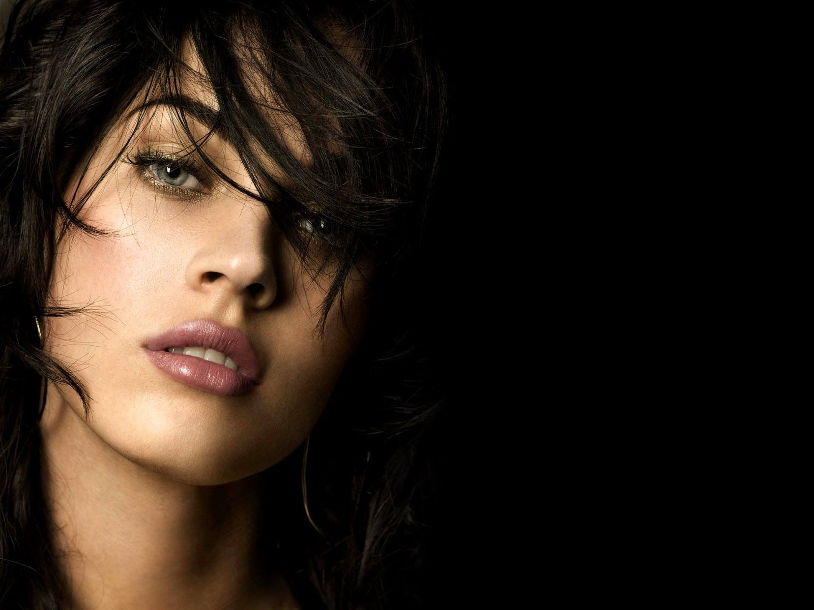 download Wallpapers Collection Beautiful Women Wallpapers 1600x1200