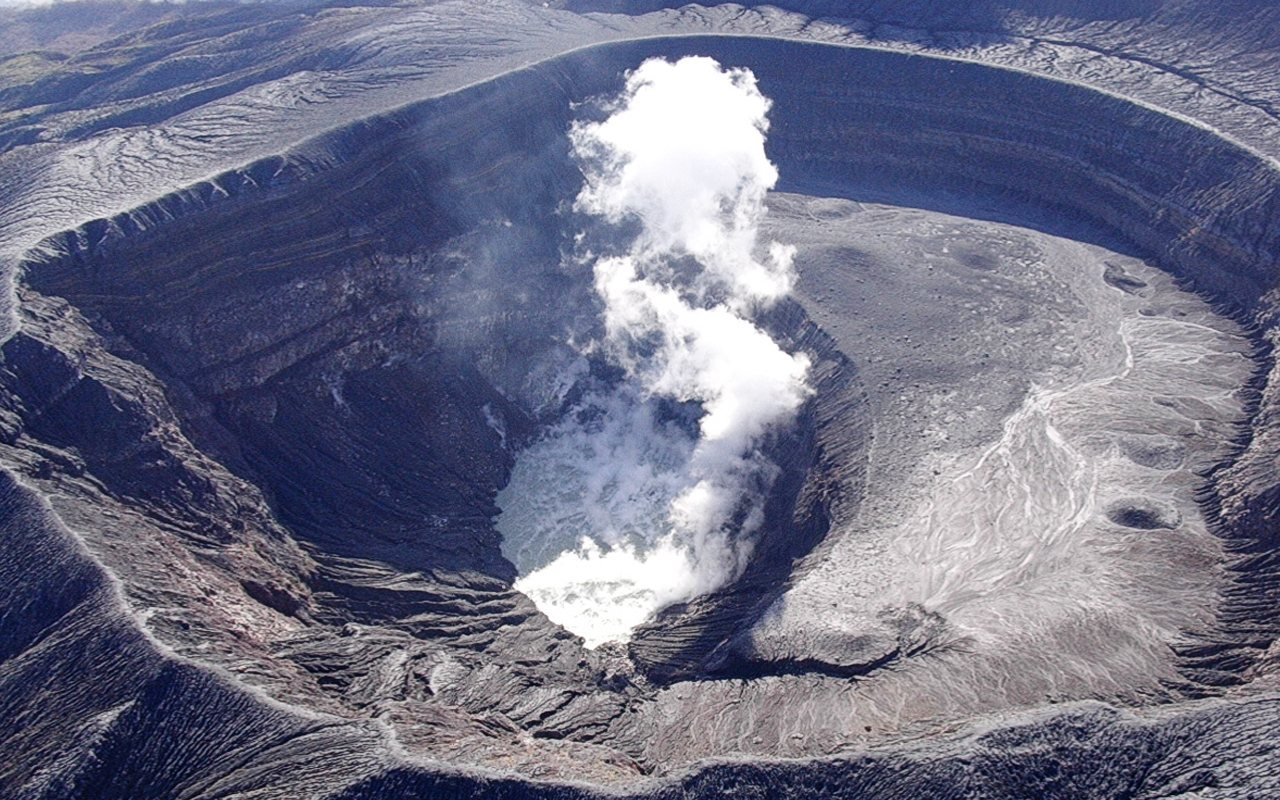 Fumarolas Volcan Santa Ana El Salvador wallpaper download 1280x800